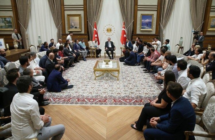 Erdoğan demokrasi nöbeti tutan ünlüleri kabul etti 11