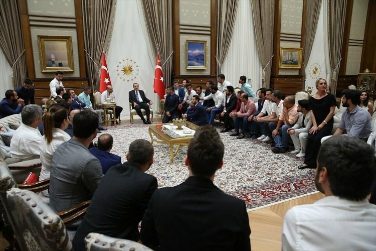 Erdoğan demokrasi nöbeti tutan ünlüleri kabul etti 12