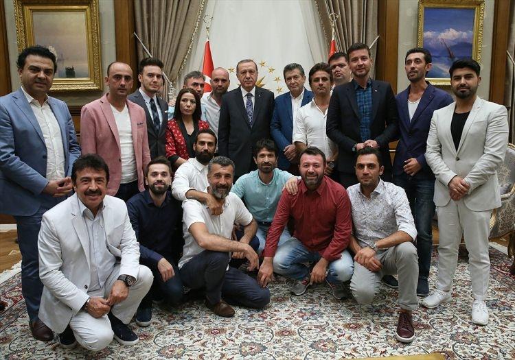 Erdoğan demokrasi nöbeti tutan ünlüleri kabul etti 13