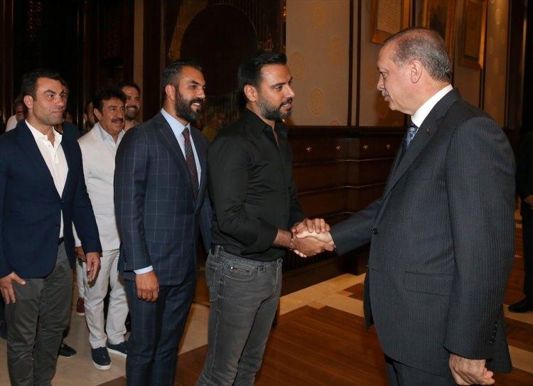 Erdoğan demokrasi nöbeti tutan ünlüleri kabul etti 4