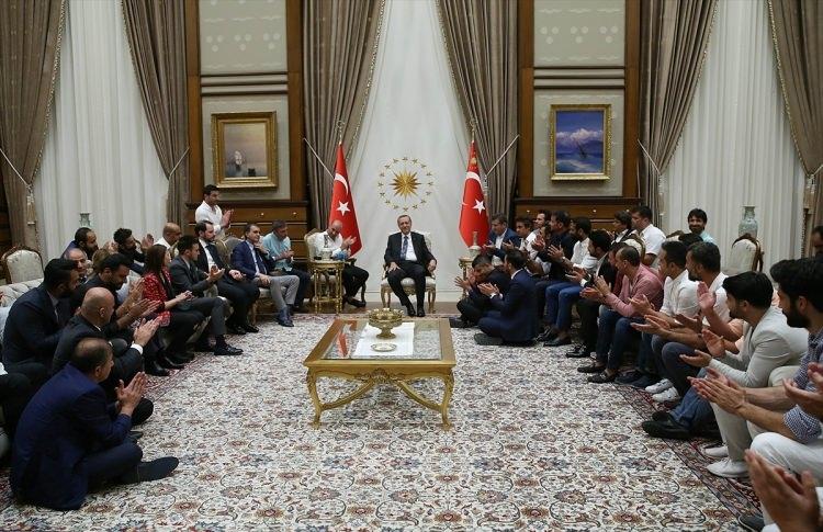 Erdoğan demokrasi nöbeti tutan ünlüleri kabul etti 5