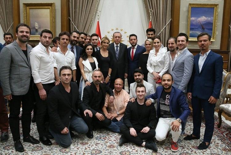 Erdoğan demokrasi nöbeti tutan ünlüleri kabul etti 6