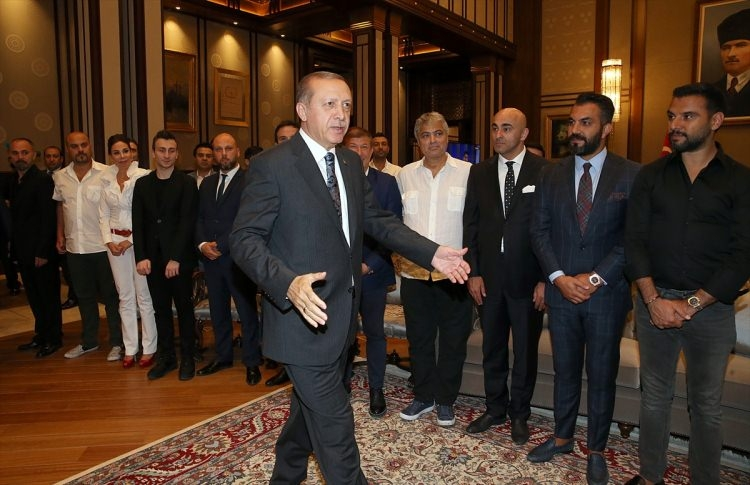 Erdoğan demokrasi nöbeti tutan ünlüleri kabul etti 7