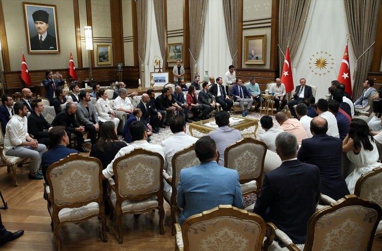 Erdoğan demokrasi nöbeti tutan ünlüleri kabul etti 9