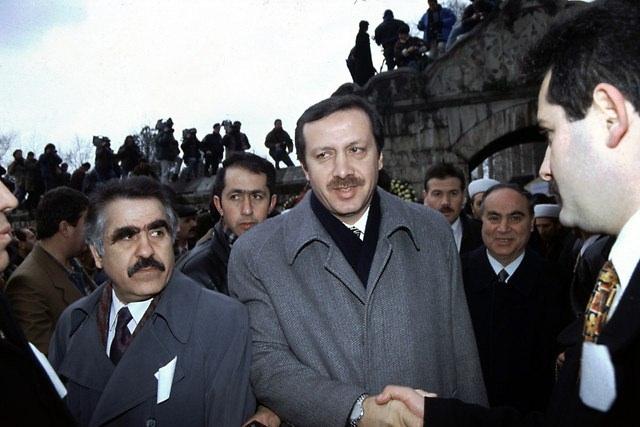 Türkiye siyaseti ve darbeler 147