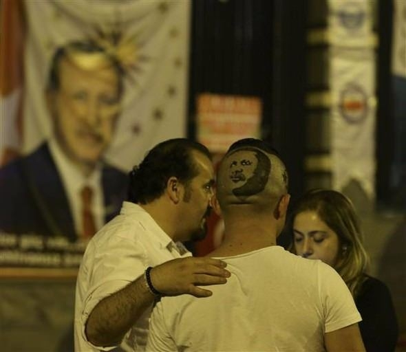 Erdoğan'ın portresini kalfasının başına resmetti 10