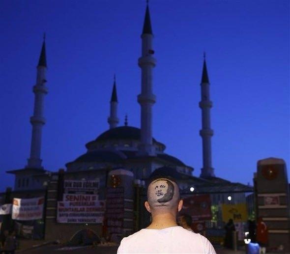 Erdoğan'ın portresini kalfasının başına resmetti 3
