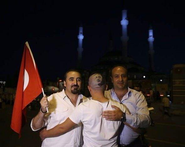 Erdoğan'ın portresini kalfasının başına resmetti 5