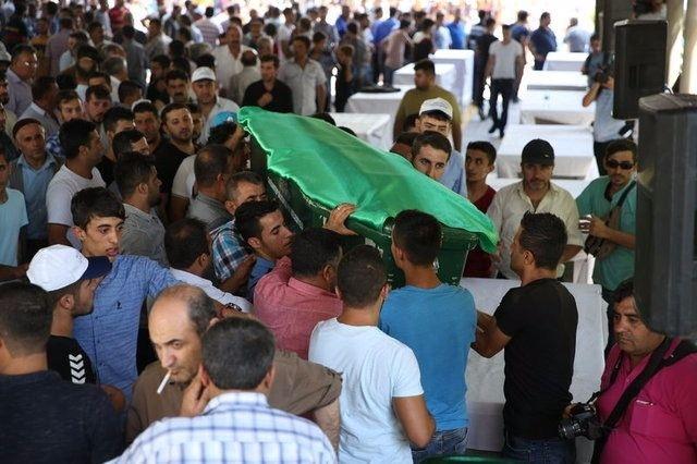 Çocuk bombacıyla çocukları katlettiler 13
