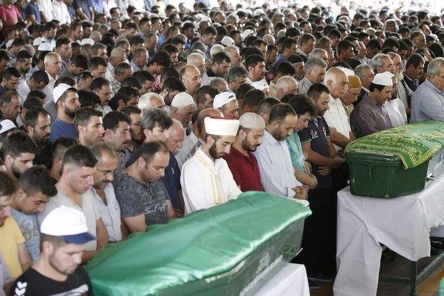 Çocuk bombacıyla çocukları katlettiler 31
