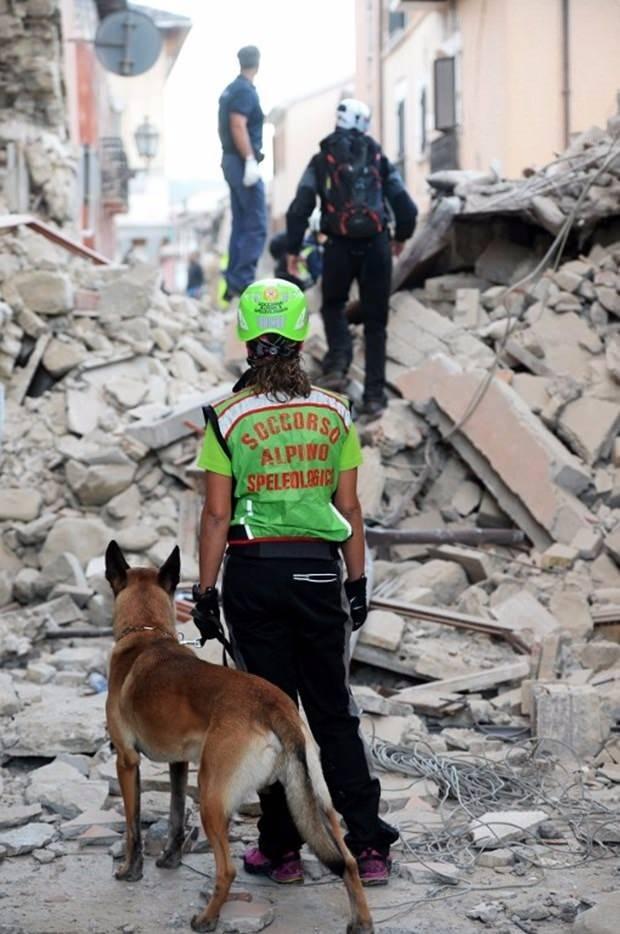 İtalya'da deprem: 6 ölü 12