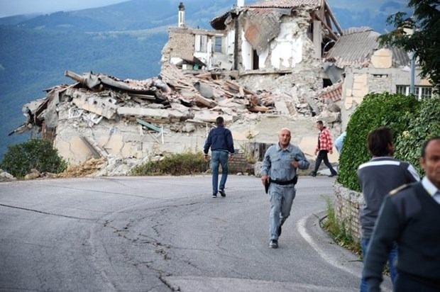 İtalya'da deprem: 6 ölü 15