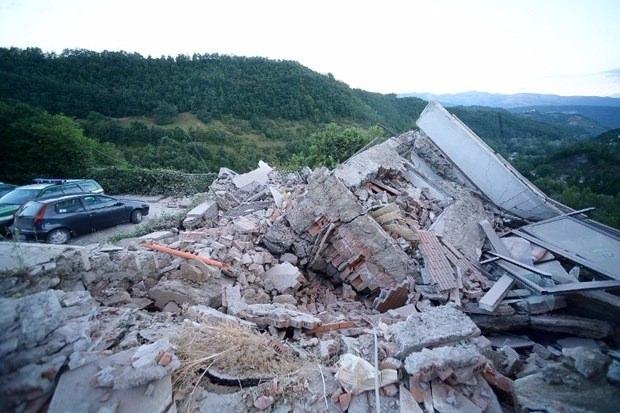 İtalya'da deprem: 6 ölü 17