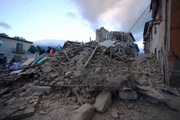 İtalya'da deprem: 6 ölü 18