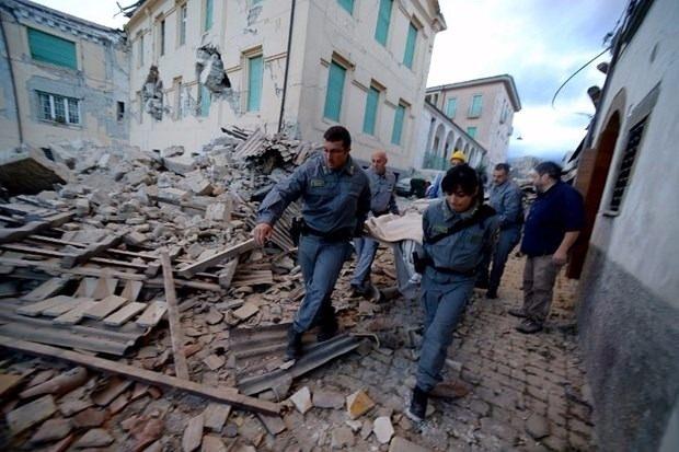 İtalya'da deprem: 6 ölü 2
