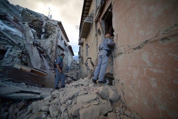 İtalya'da deprem: 6 ölü 21