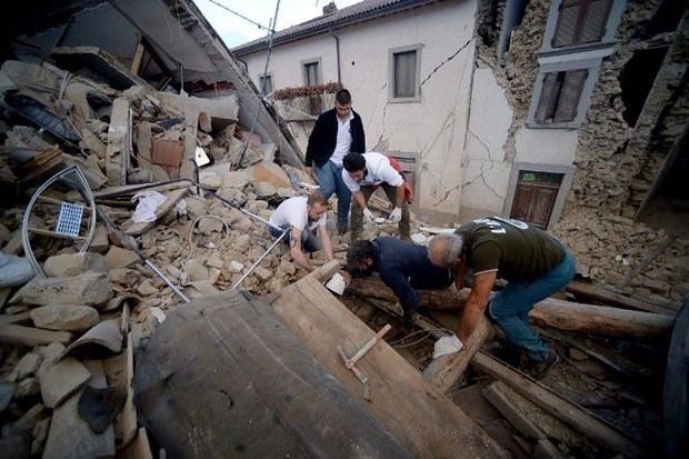 İtalya'da deprem: 6 ölü 22
