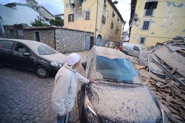İtalya'da deprem: 6 ölü 27
