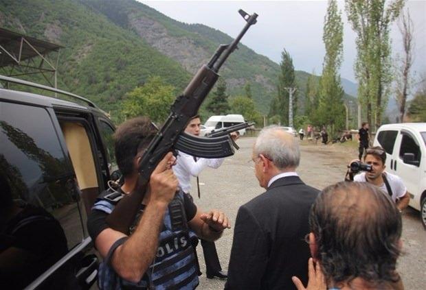 Kılıçdaroğlu'nun konvoyuna saldırı 12