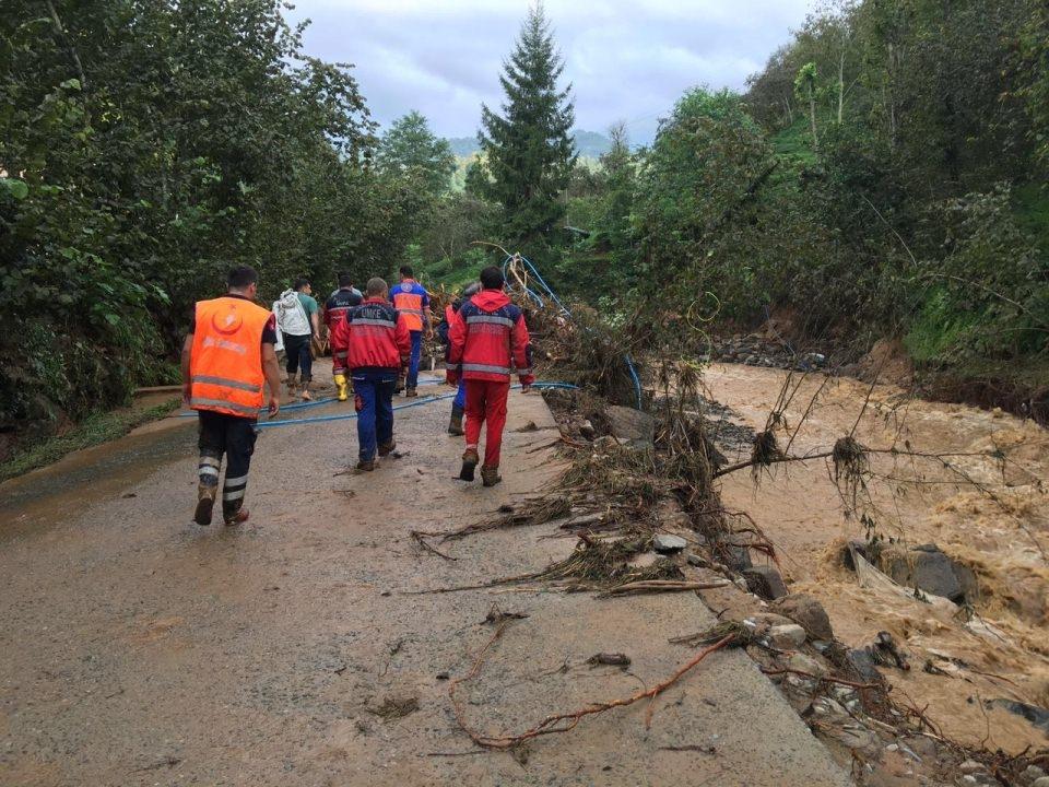 RİKE ve UMKE mahsur kalan 9 vatandaşı kurtardı 10