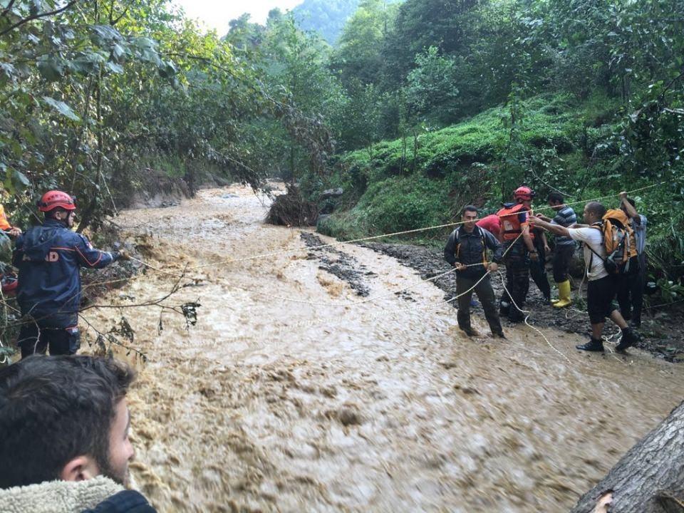 RİKE ve UMKE mahsur kalan 9 vatandaşı kurtardı 13