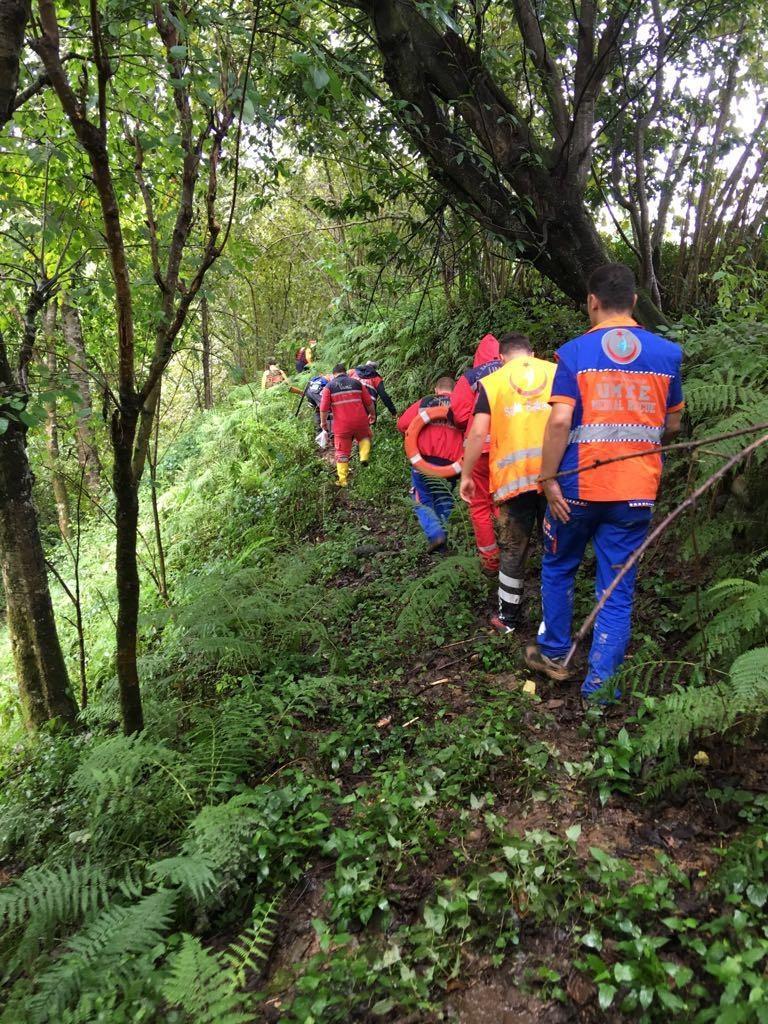 RİKE ve UMKE mahsur kalan 9 vatandaşı kurtardı 4