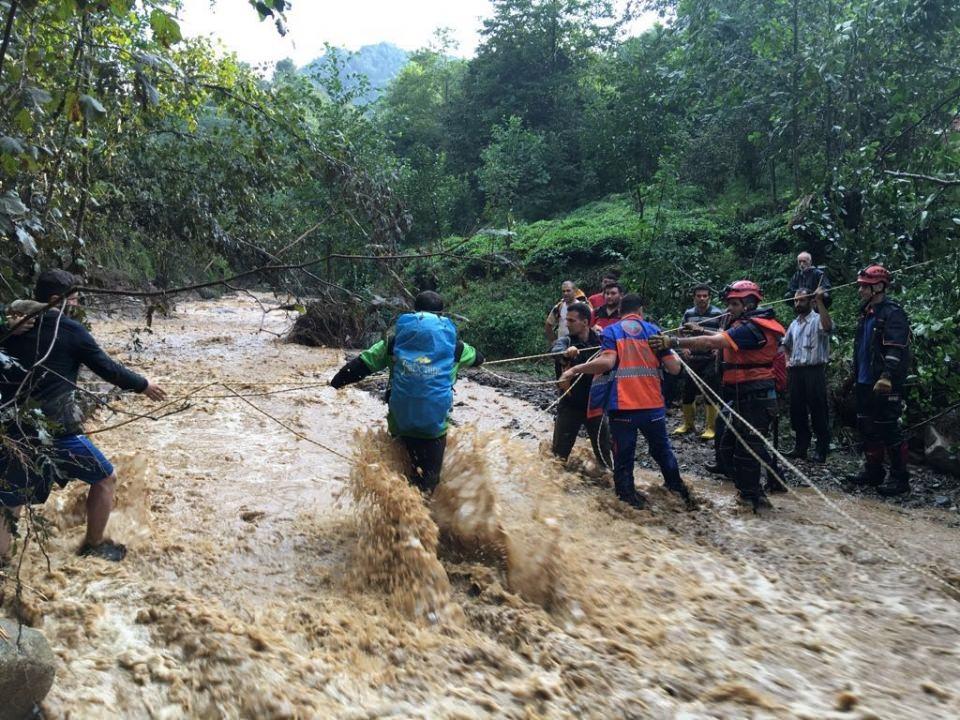 RİKE ve UMKE mahsur kalan 9 vatandaşı kurtardı 6