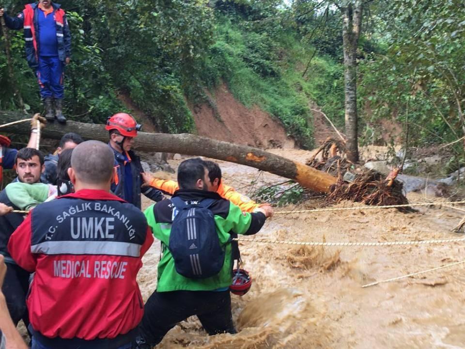 RİKE ve UMKE mahsur kalan 9 vatandaşı kurtardı 8