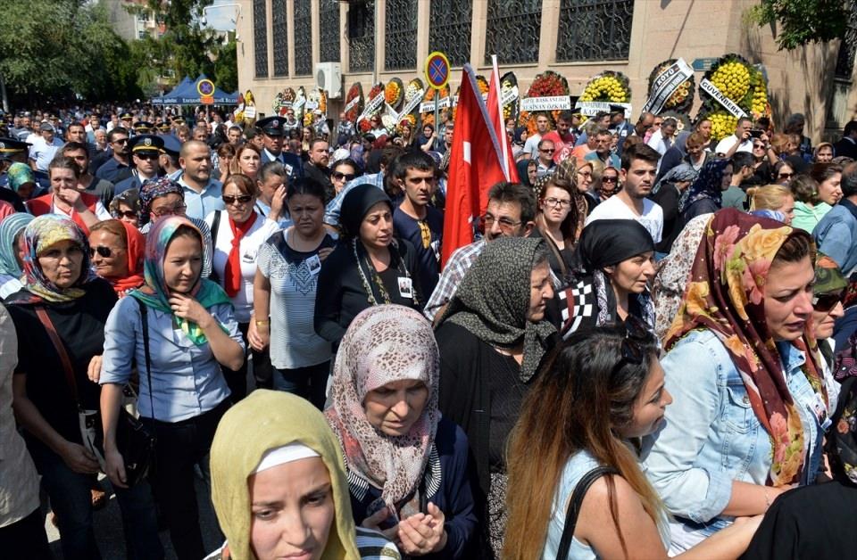 Türkiye şehitlerini uğurluyor 14