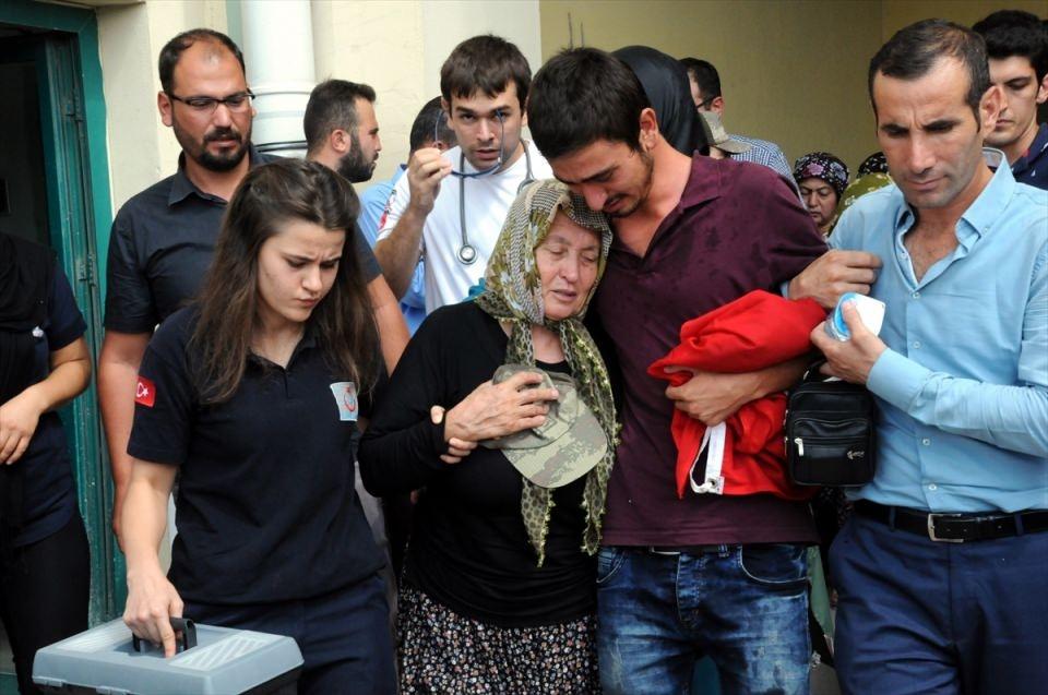 Türkiye şehitlerini uğurluyor 17