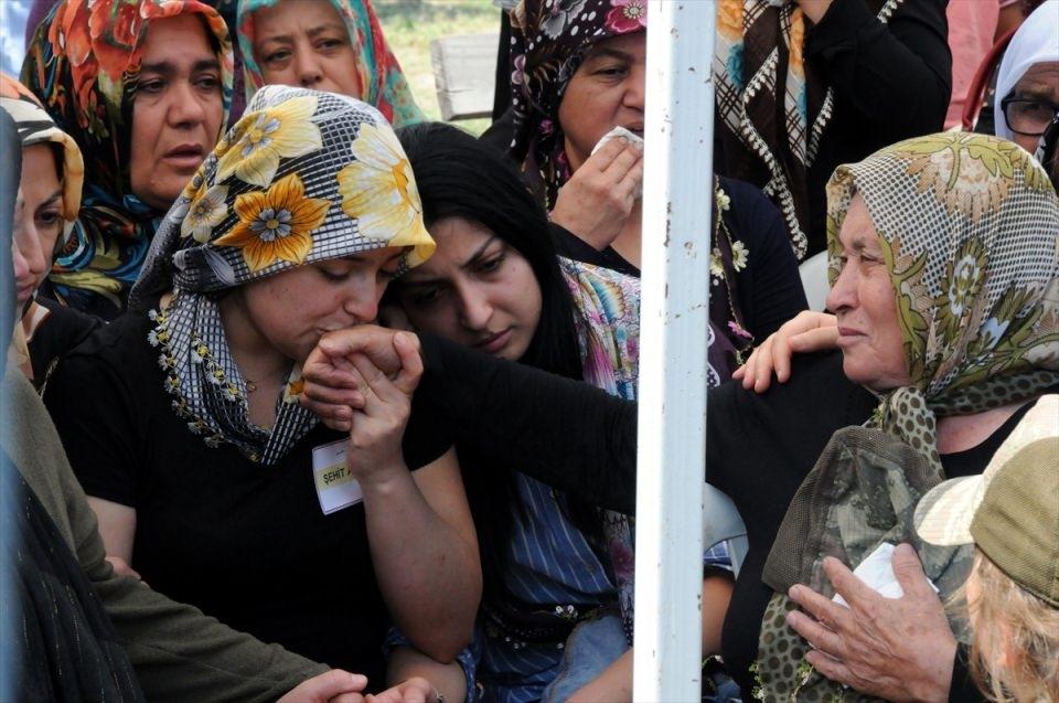 Türkiye şehitlerini uğurluyor 23