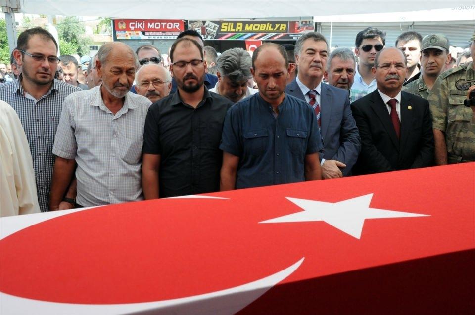 Türkiye şehitlerini uğurluyor 26