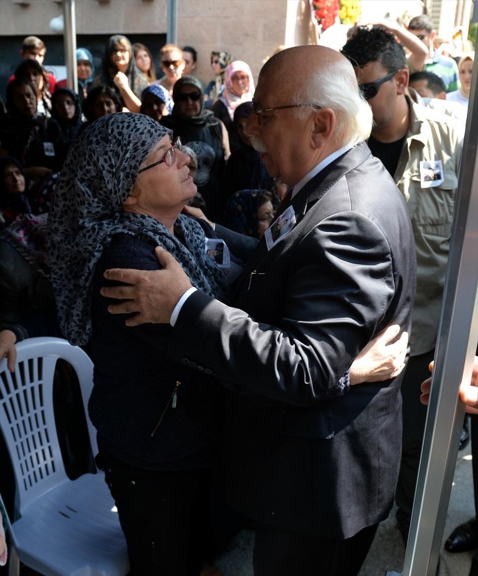 Türkiye şehitlerini uğurluyor 40