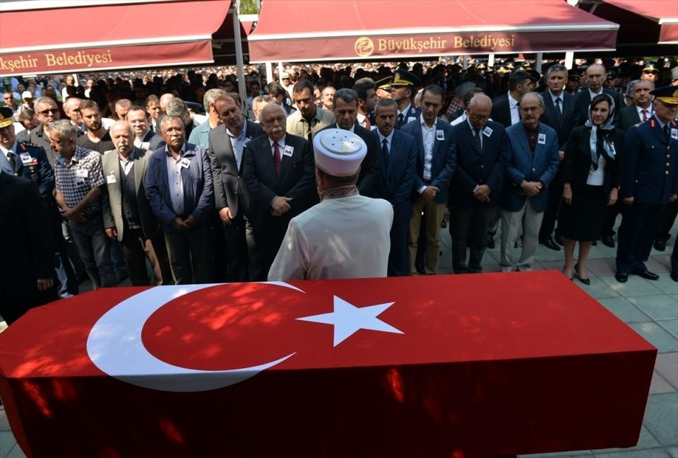 Türkiye şehitlerini uğurluyor 44