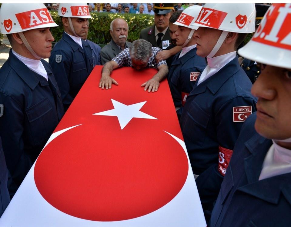 Türkiye şehitlerini uğurluyor 46
