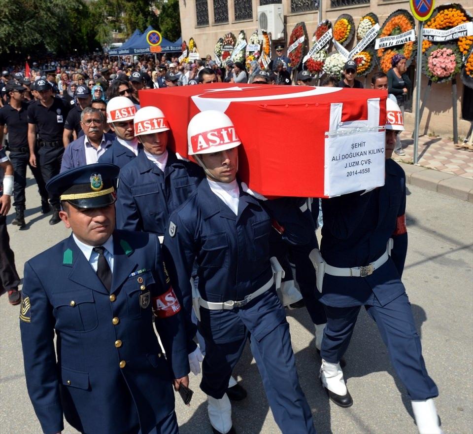 Türkiye şehitlerini uğurluyor 49