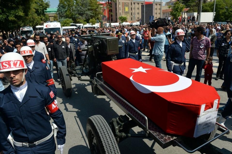 Türkiye şehitlerini uğurluyor 52