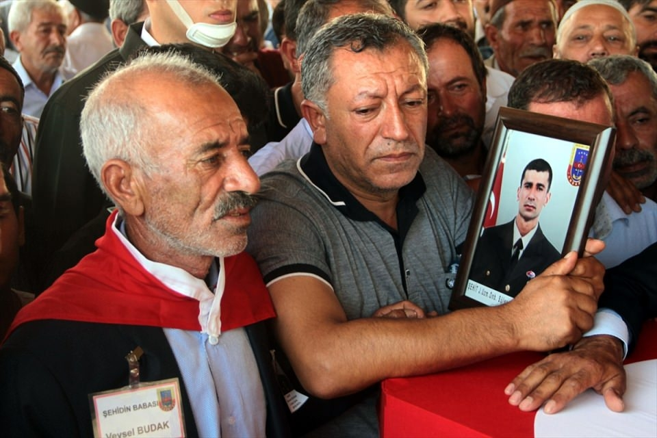 Türkiye şehitlerini uğurluyor 54