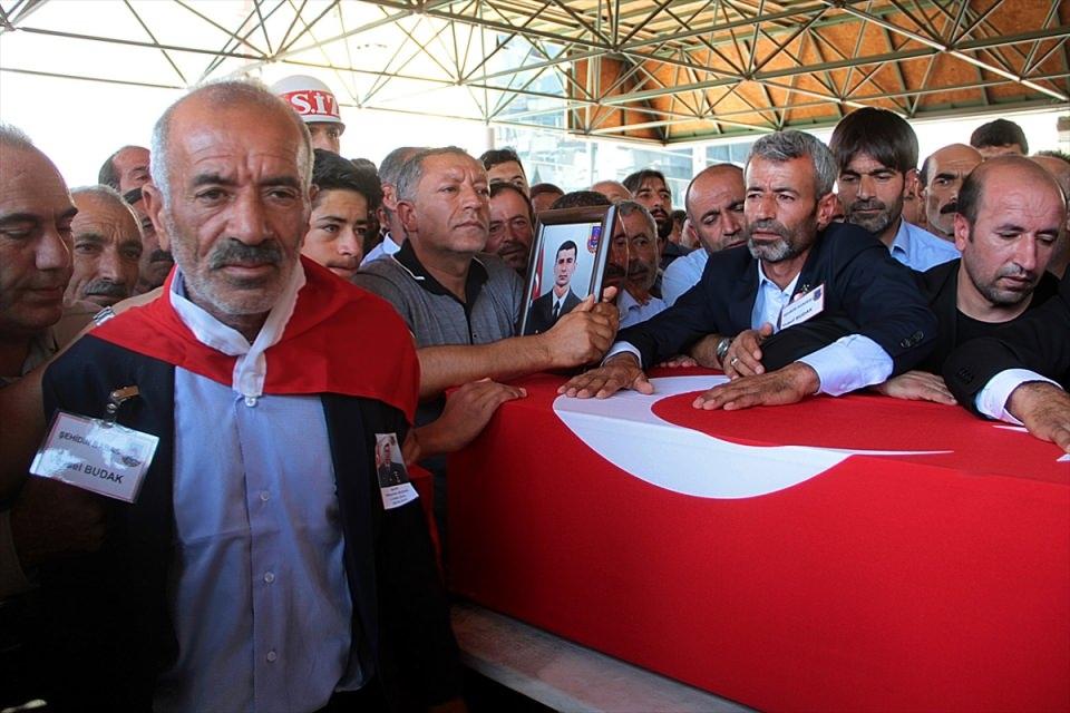 Türkiye şehitlerini uğurluyor 55