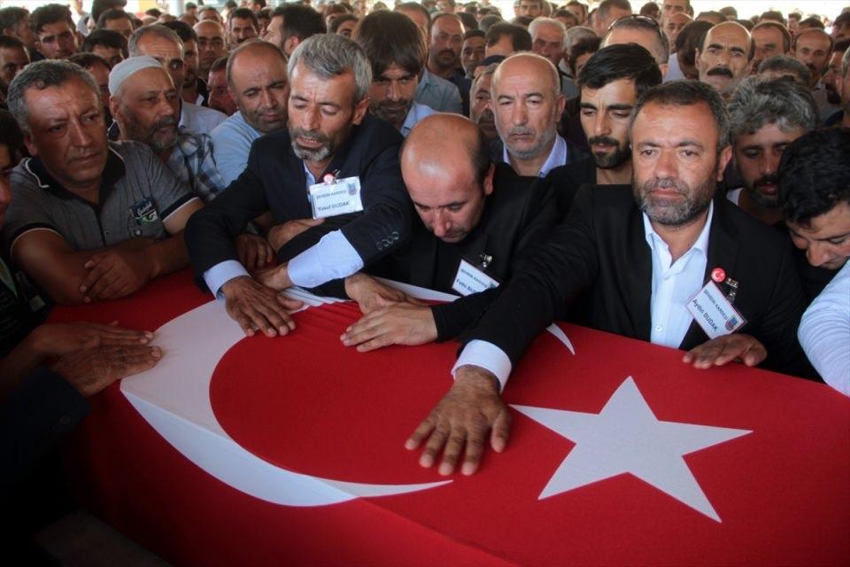Türkiye şehitlerini uğurluyor 56