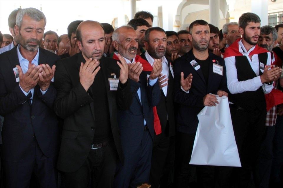 Türkiye şehitlerini uğurluyor 57