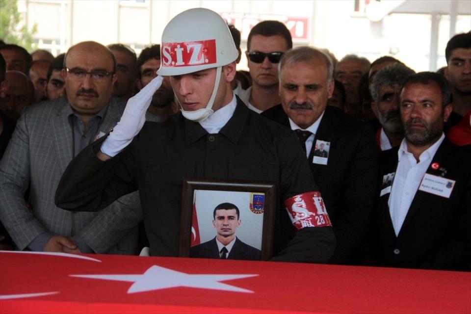 Türkiye şehitlerini uğurluyor 59