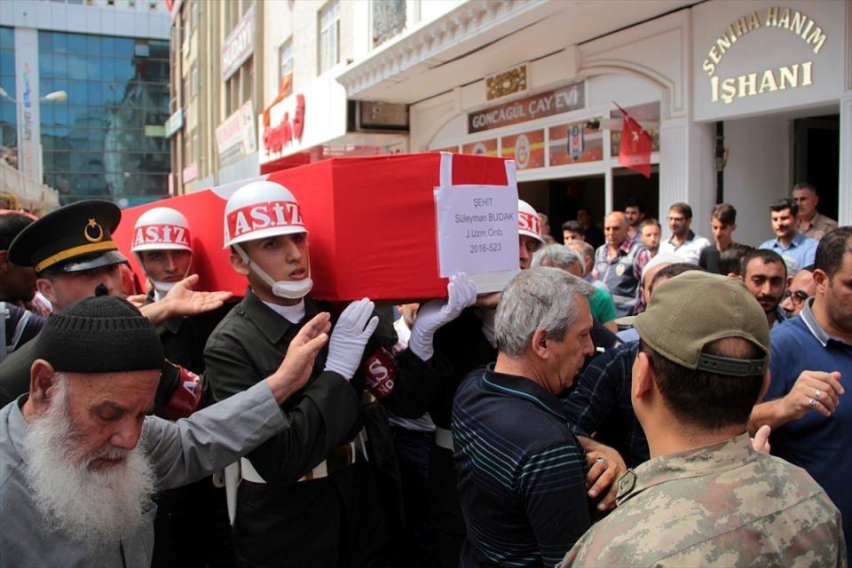 Türkiye şehitlerini uğurluyor 63