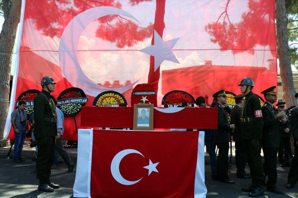 Türkiye şehitlerini uğurluyor 64