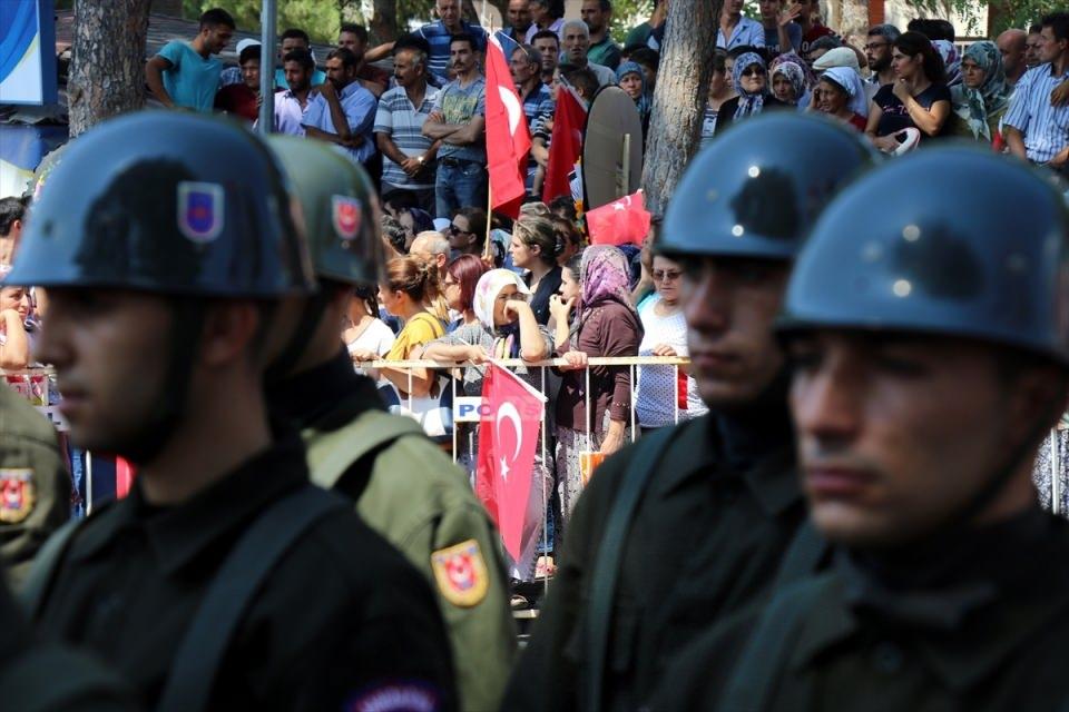 Türkiye şehitlerini uğurluyor 65