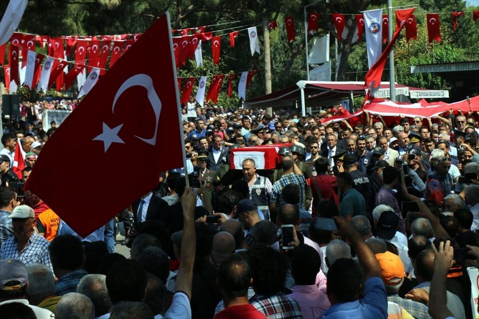 Türkiye şehitlerini uğurluyor 70