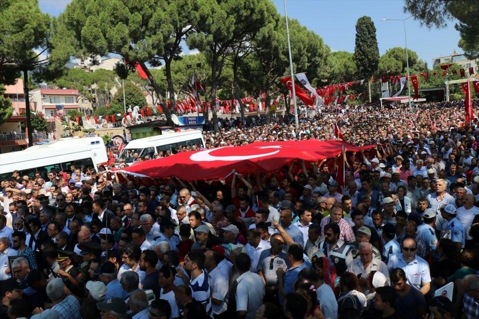 Türkiye şehitlerini uğurluyor 72