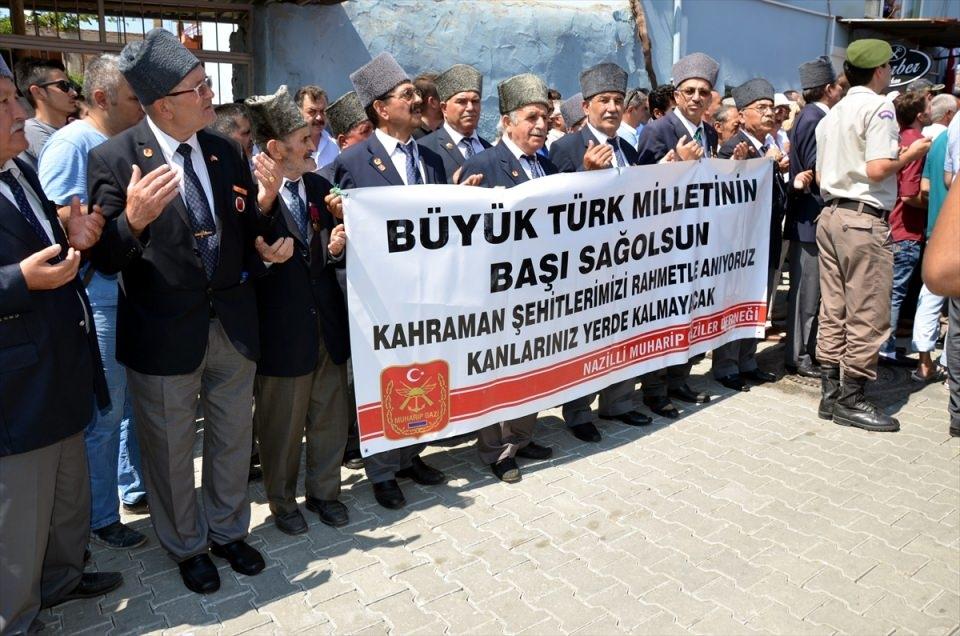 Türkiye şehitlerini uğurluyor 73
