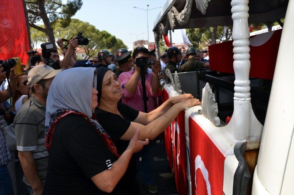 Türkiye şehitlerini uğurluyor 74