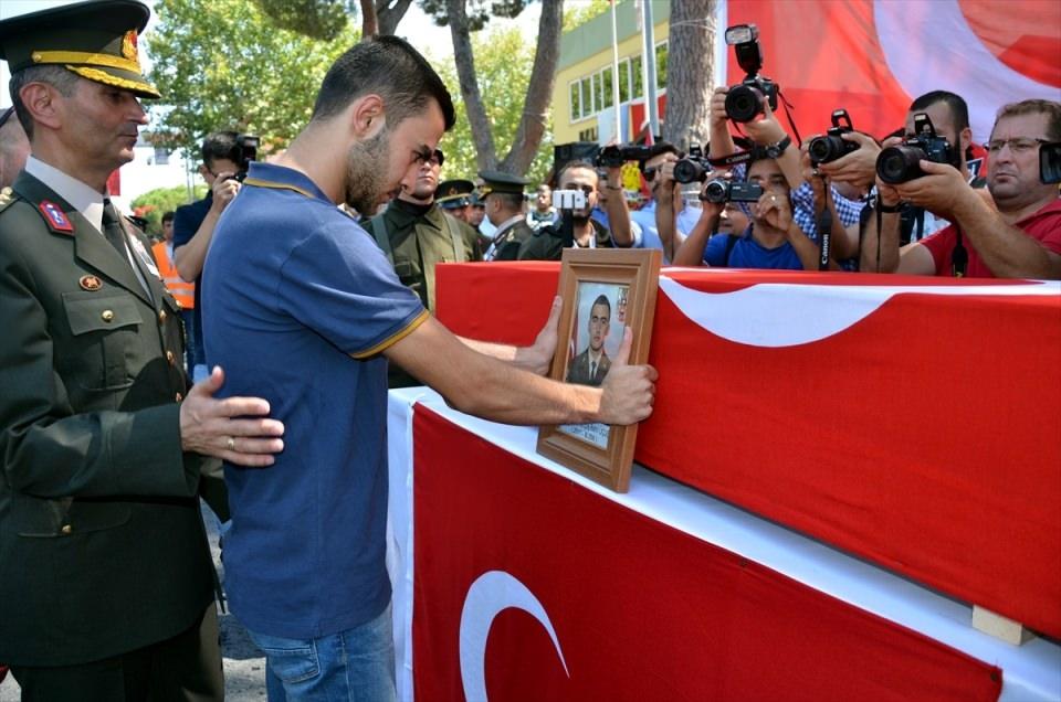 Türkiye şehitlerini uğurluyor 75